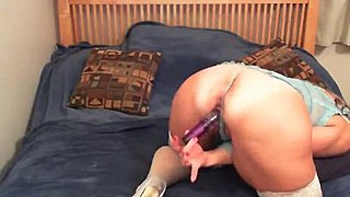 Jesse Cougar talks revealing and screws her clammy pussy- 69cams.online -